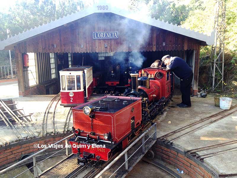 Hay varios trenes en el Parque de la Oreneta