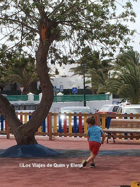 Jugando en uno de los 8 restaurantes de Lanzarote