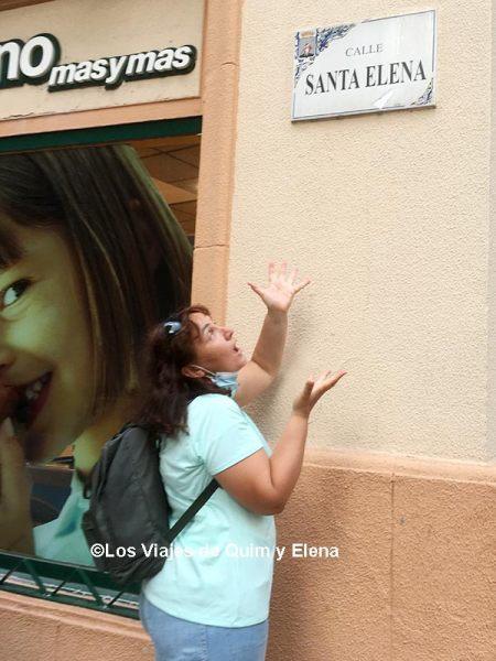 Elena en la calle Santa Elena