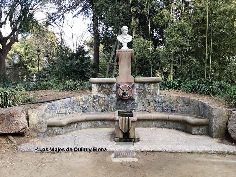 Fuente diseñada por Gaudí en Pedralbes