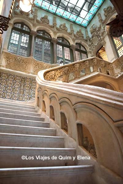 Escalera principal del Palau Baró de Quadras