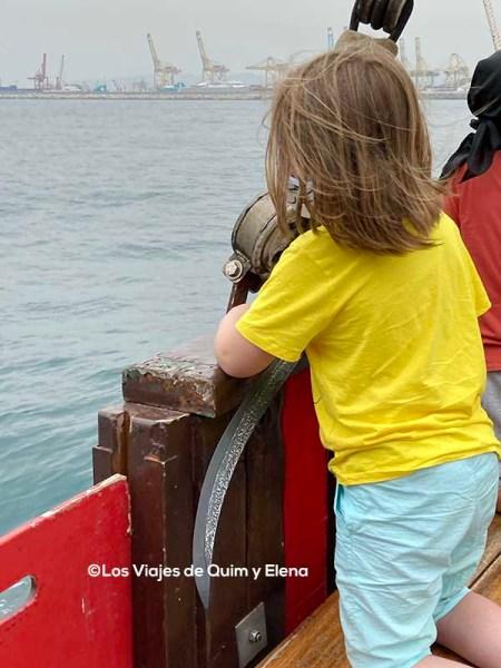 Éric en el paseo en Barco Pirata
