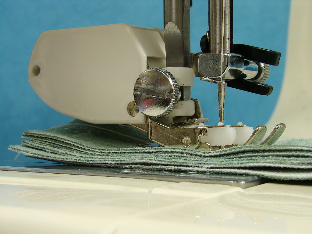 Heavy Duty Kenmore Free Arm Sewing Machine Walking Foot Sew Upholstery Amp Leather