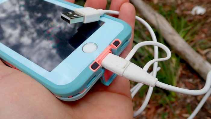 Apple iPhone lightning charger in Lifeproof case