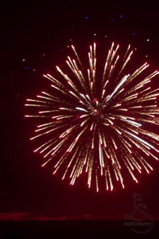 Red fireworks | LotsaSmiles Photograhy