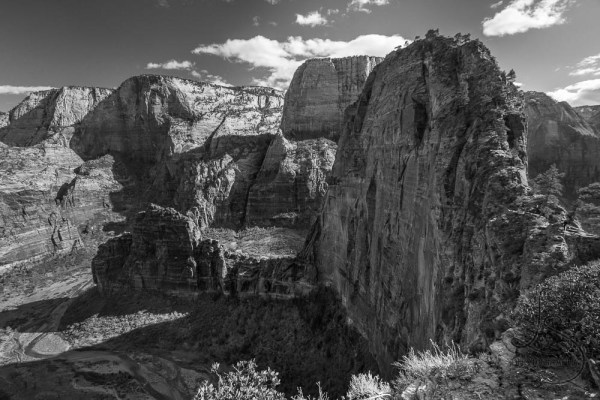 Black and white image of the Angels Landing rock formation | LotsaSmiles Photography