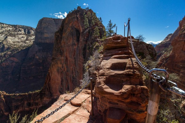 Chains and steps leading over a ridge on the Angels Landing trail | LotsaSmiles Photography