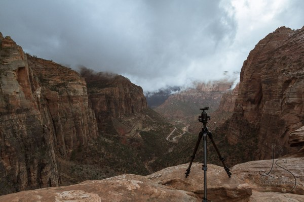 Photostory: Canyon Overlook | LotsaSmiles Photography | Click through to read all about our exciting adventure hiking in the dark and shooting a Zion sunrise in the rain!