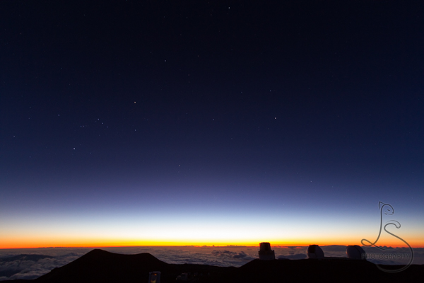 Stars begin to shine as the last rays of sunset disappear from the top of Hawaii's Mauna Kea | LotsaSmiles Photography