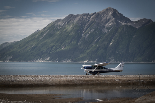 Bush plane in front of an Alaskan mountain range | LotsaSmiles Photography