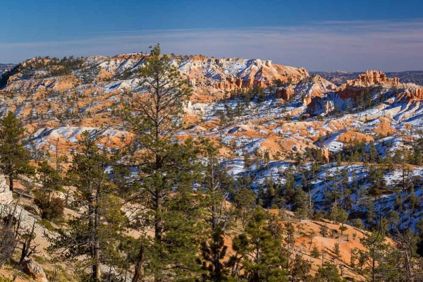 The snowy Bryce Canyon landscape | LotsaSmiles Photography