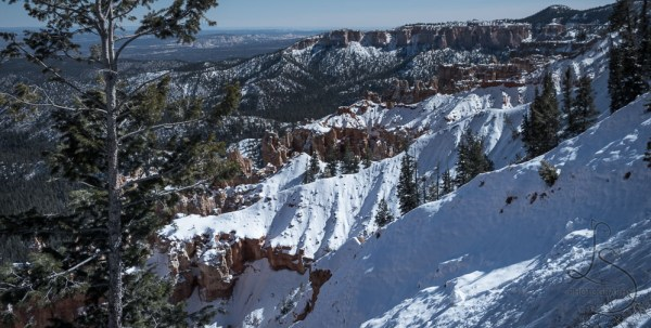 Snowy landscape in Bryce National Park | LotsaSmiles Photography