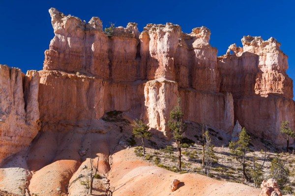 A rock wall illuminated by the evening sun in Bryce Canyon | LotsaSmiles Photography