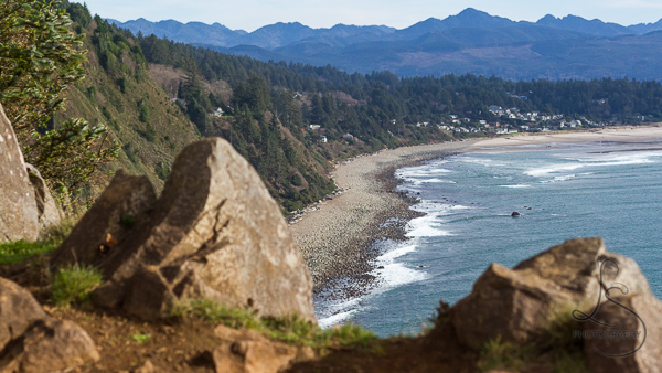 The rocky Oregon shoreline from a cliffside viewpoint | LotsaSmiles Photography