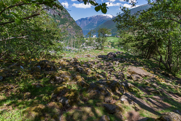 A mossy rock clearing leading to the main waterfall viewpoint | LotsaSmiles Photography