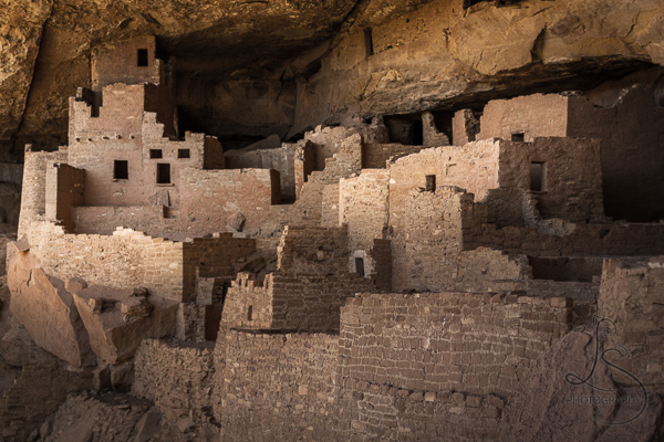 Cliff Palace in Mesa Verde National Park at dusk | LotsaSmiles Photography