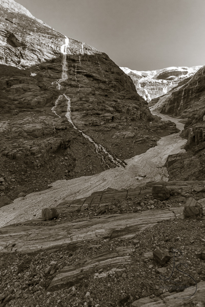 The full Kjenndalen glacier and surrounding area, in monochrome | LotsaSmiles Photography