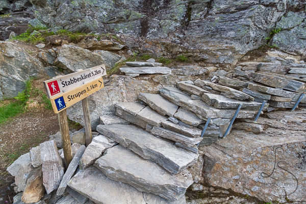 A trailhead off of the main path to the Trollstigen viewpoint | LotsaSmiles Photography