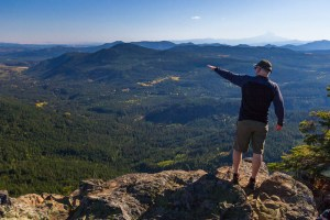 One of our group pointing out at the distance from the summit of the Sleeping Beauty hike | LotsaSmiles Photography