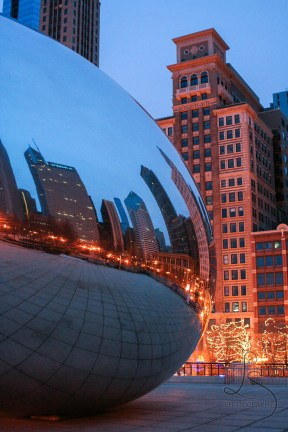 The Bean in Chicago at dusk | LotsaSmiles Photography