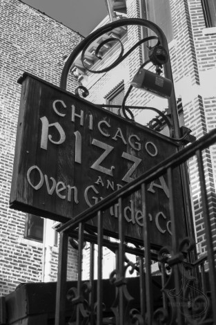 The sign for the Chicago Pizza and Oven Grinder restaurant | LotsaSmiles Photography