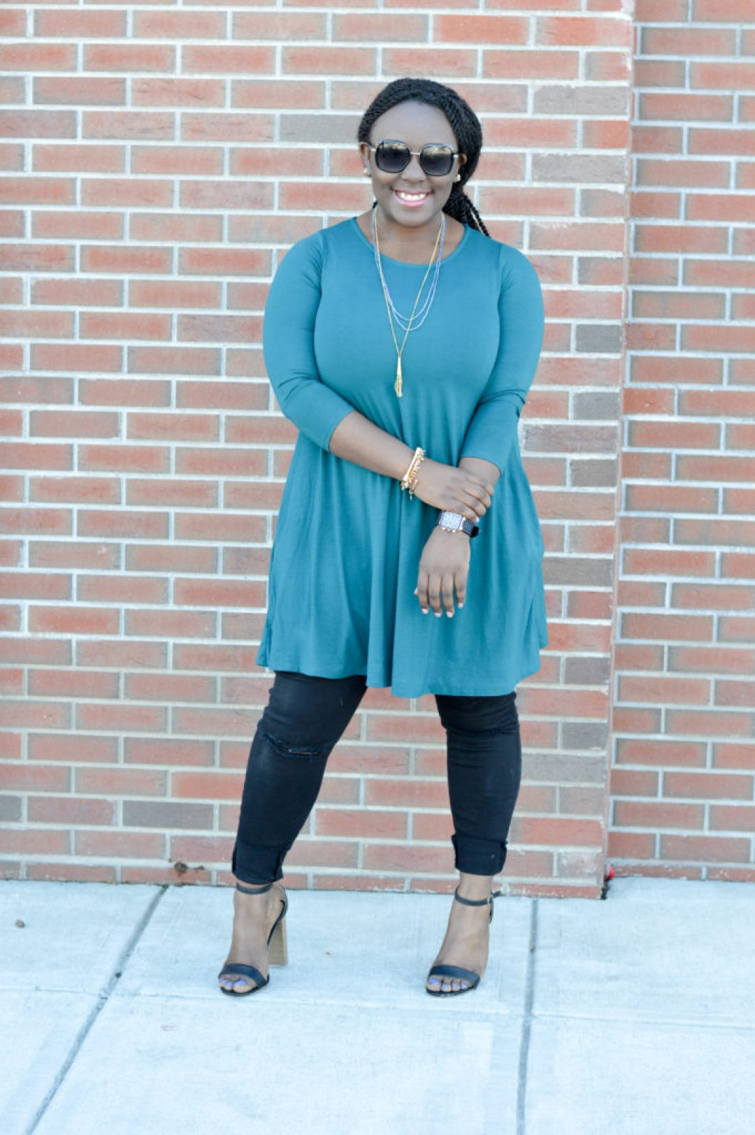 Teal tunic + ripped jeans + black heels