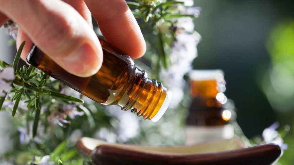 3 huiles essentielles anti-chute de cheveux faciles à utiliser