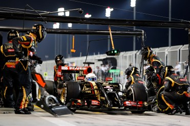 Lotus E22 Renault, makes a pit stop during the race.