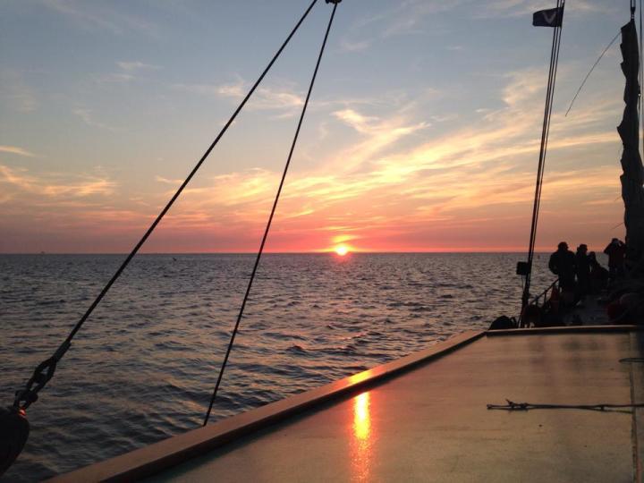 Prachtige zonsondergang op de Waddenzee rondom Texel in Nederland