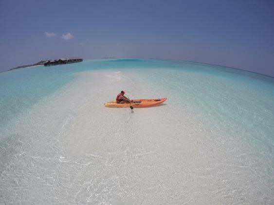 caiaque para explorar o atol