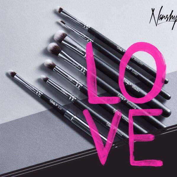 Nanshy make-up brushes..
