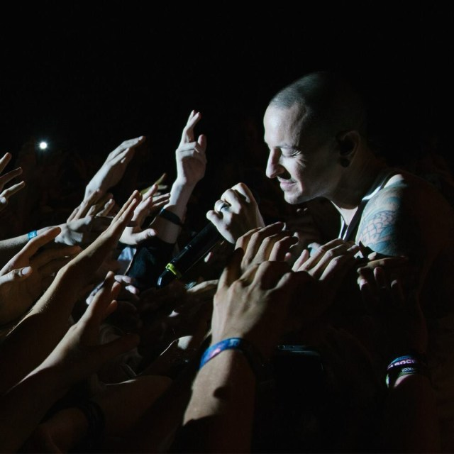 Linkin Park singer Chester Bennington laid to rest in California