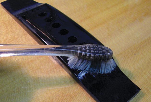 como limpara sua guitarra