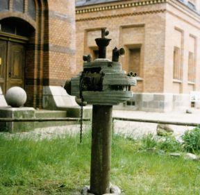 Bunkerfisch Kap Arkona/Rügen | 1996, Metall/Beton | 200 x 110 x 70 cm