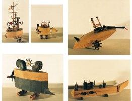 Untergrund-Zug | 1995, 5-teilige Arbeit | Holz/Glas/Metall/Korken | Länge 21-70 cm, Breite 10-22 cm, Höhe 15-45 cm