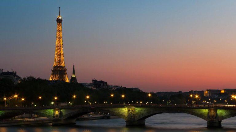 paris scene along the Seine