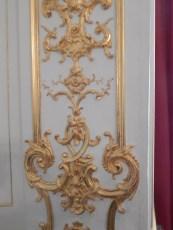 La décoration des portes: Les L enlacés de Louis XIV et Louise de La Vallière