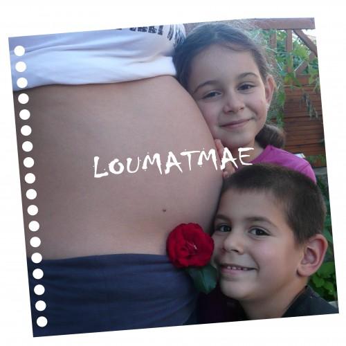 Louane et Matisse blottis contre mon ventre enceinte de 8 mois