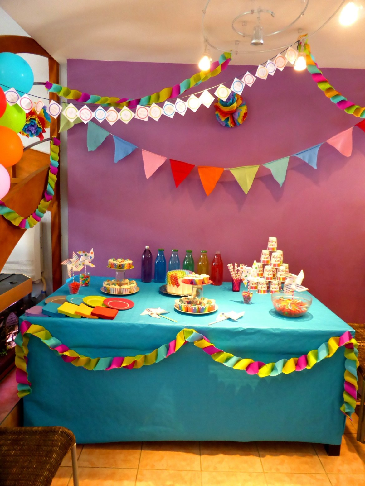 sweet table Rainbow anniversaire arc en ciel