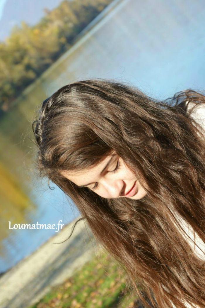 Louane au bord du lac