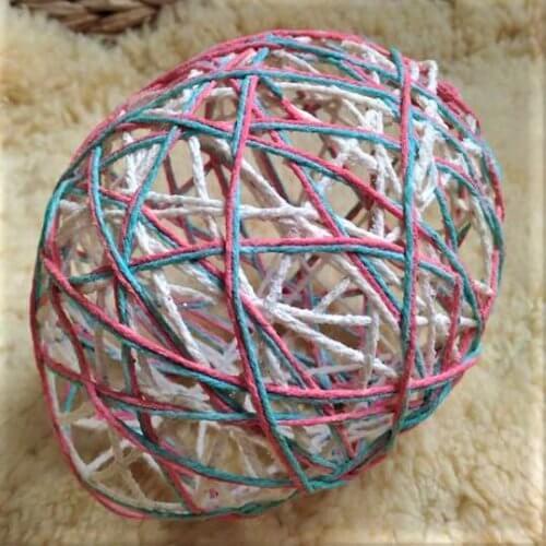 oeuf de Pâques en fil de laine