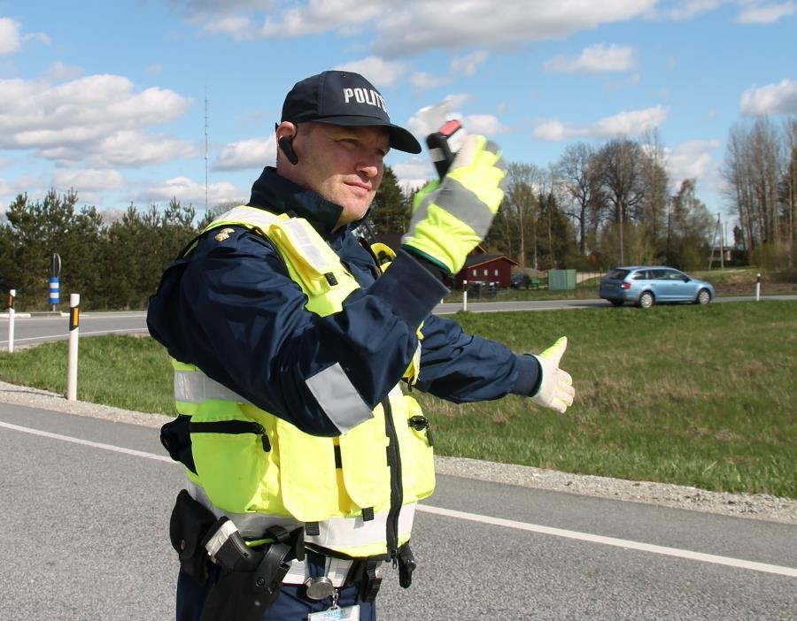 Politsei taotles juhtimisõiguseta Läti veokijuhile karistuseks aresti