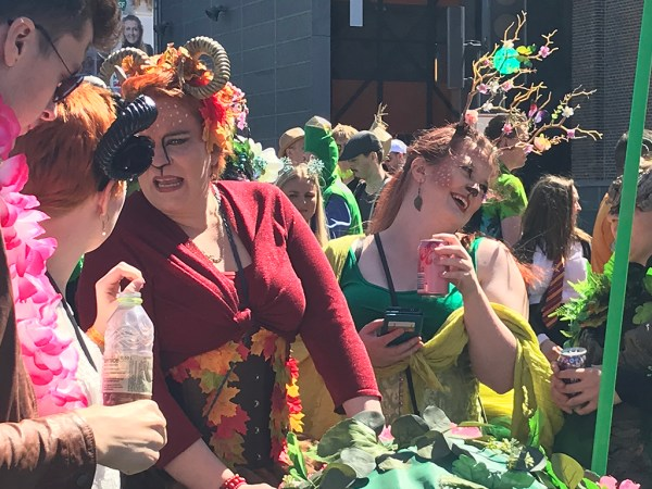 VAATA PILTE ja VIDEOT: Hull möll Aalborgi karnevalil (lisatud fotod peopaigast pärast möllu)