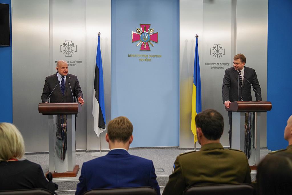 FOTOD: Kaitseminister Luik on ametlikul visiidil Ukrainas