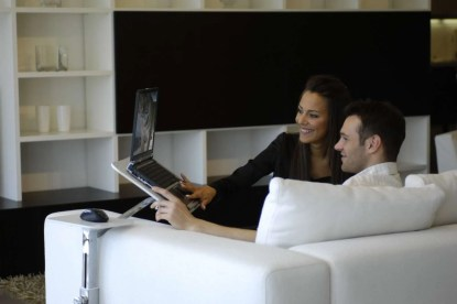 base regolabile per notebook uso su divano