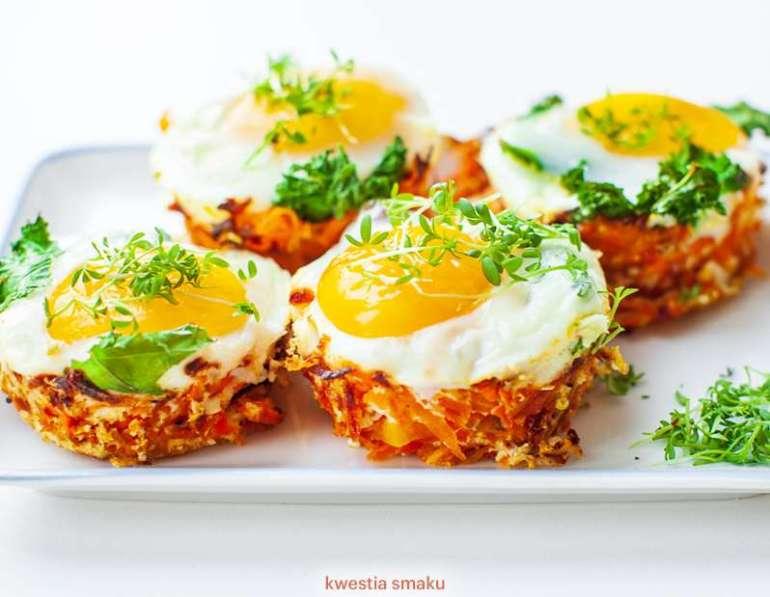 Jajka zapiekane z marchewkowych koszyczkach [przepis]