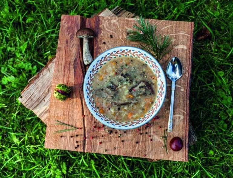 Zupa grzybowa z ziemniakami i rozmarynem [przepis] Zupa grzybowa z ziemniakami i rozmarynem [przepis] 1