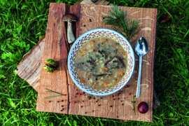 Zupa grzybowa z ziemniakami i rozmarynem [przepis] Zupa grzybowa z ziemniakami i rozmarynem [przepis] 4