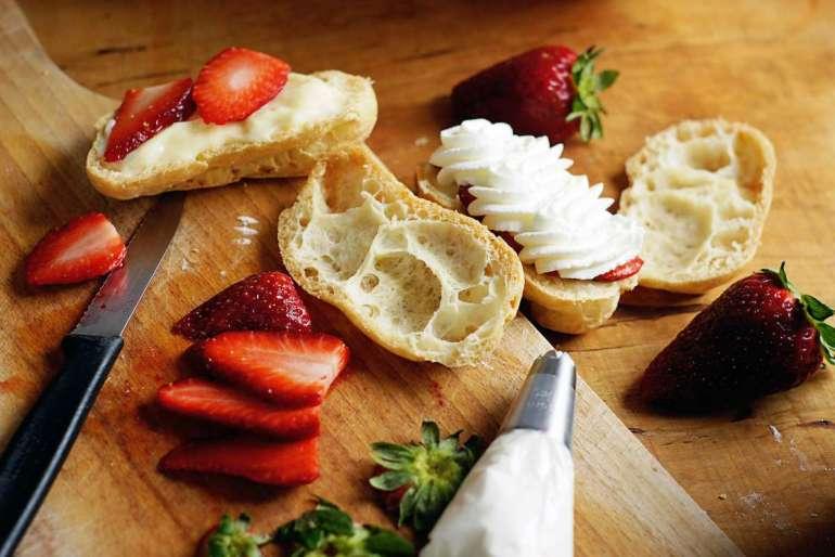 Eklery zbudyniem Są takie desery, które smakują zawsze iniemalże każdemu. Eklery zbudyniem 5