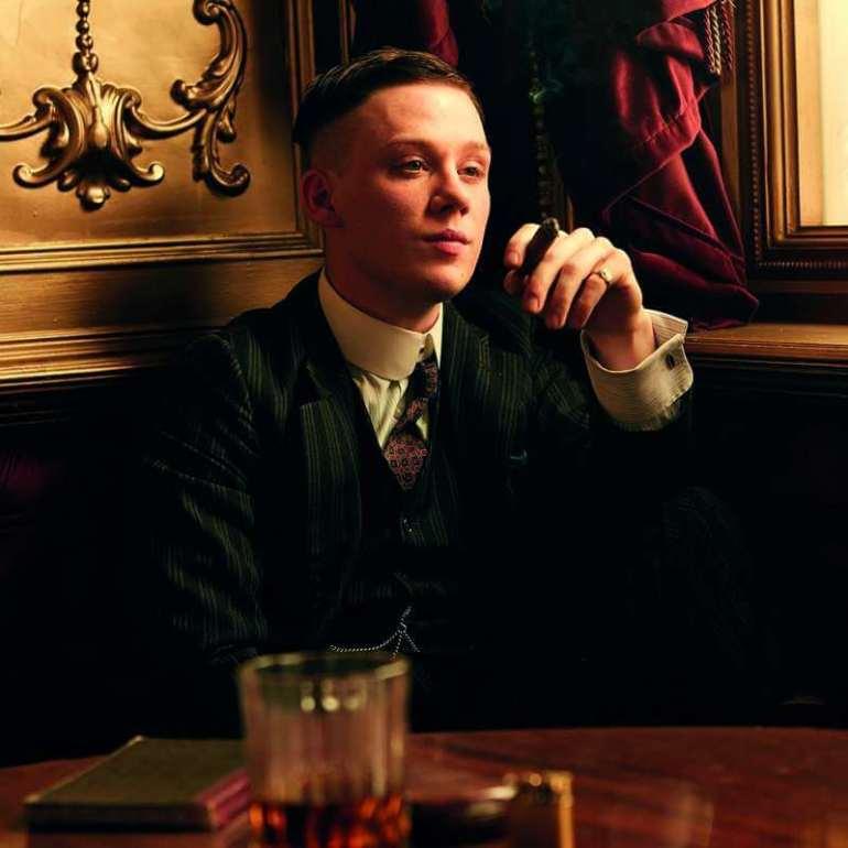 Joe Cole wschodząca gwiazda brytyjskiego kina Warto zapamiętać tonazwisko, bo będzie onim głośno! Joe Cole wschodząca gwiazda brytyjskiego kina 1